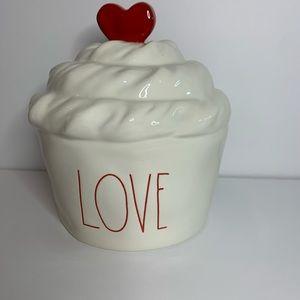 Rae Dunn LOVE cupcake